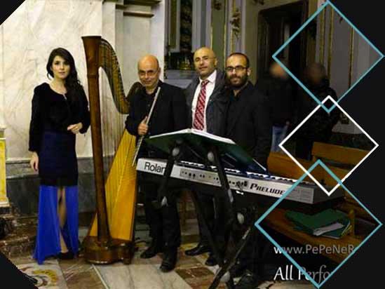 Musica in chiesa con arpa, flauto traverso, violino e soprano